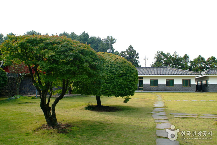 Jeju Bultapsa Temple (불탑사 (제주))