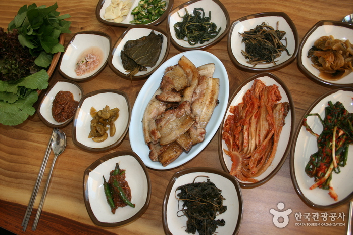 ベムサ渓谷 智異山食堂(뱀사골 지리산식당)