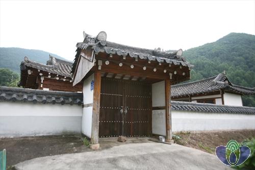 Deokcheonseowon Confucian Academy (덕천서원)
