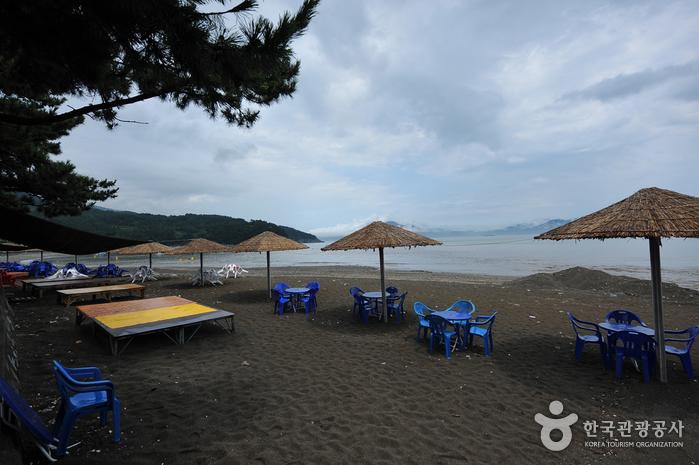 万聖里 黒砂海岸(만성리 검은모래해변)