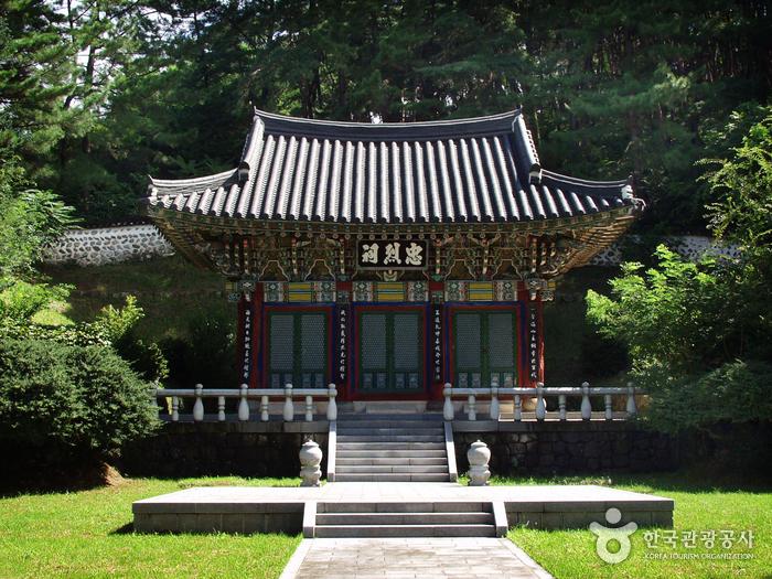 Chungnyeolsa Shrine ...