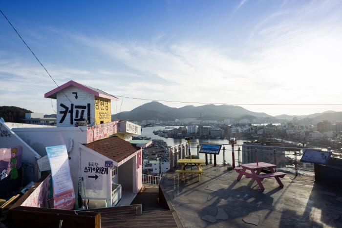 통영을 대표하는 벽화 마을, 동피랑