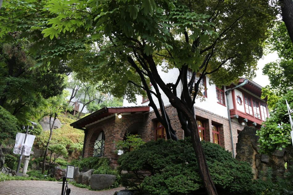 종로구립박노수미술관은 1938년에 지은 벽돌집이다.