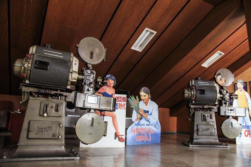 광주극장에 전시된 필름 영사기