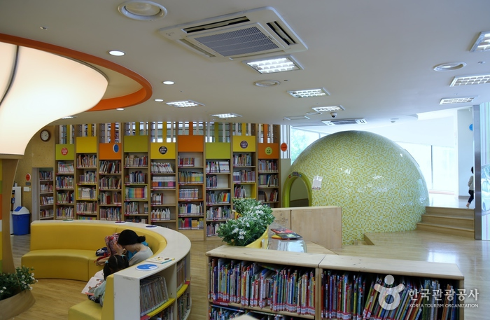 송파어린이도서관. 아이에게 책읽어주는 시간이 즐거운 송파어린이도서관