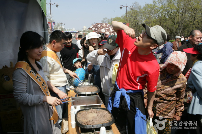 Gyeongju Rice Cake and Korean Traditional Drink Festival (경주 떡과술잔치)