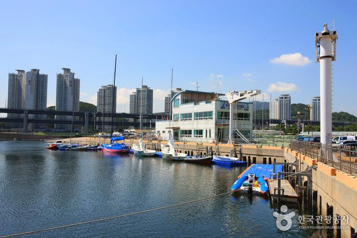 水營灣賽艇場(수영만 요트경기장)