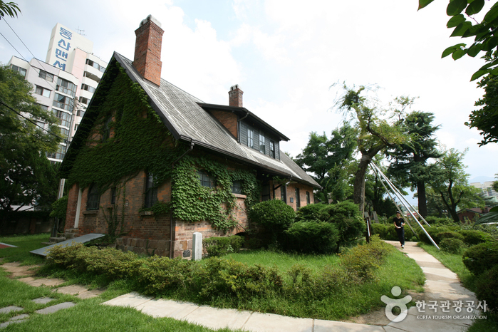 House of Missionary Chamness (선교사챔니스주택)