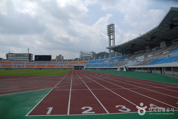 Спортивный комплекс Ханбат (한밭종합운동장)4