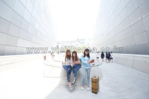 Dongdaemun Design Plaza (동대문디자인플라자(DDP))