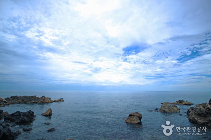 바다와 하늘 풍경을 한눈에 담아본다.