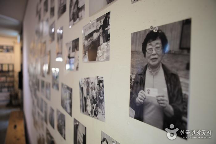 향교리 아티스트의 활동 모습을 영상과 사진으로 담아 전시