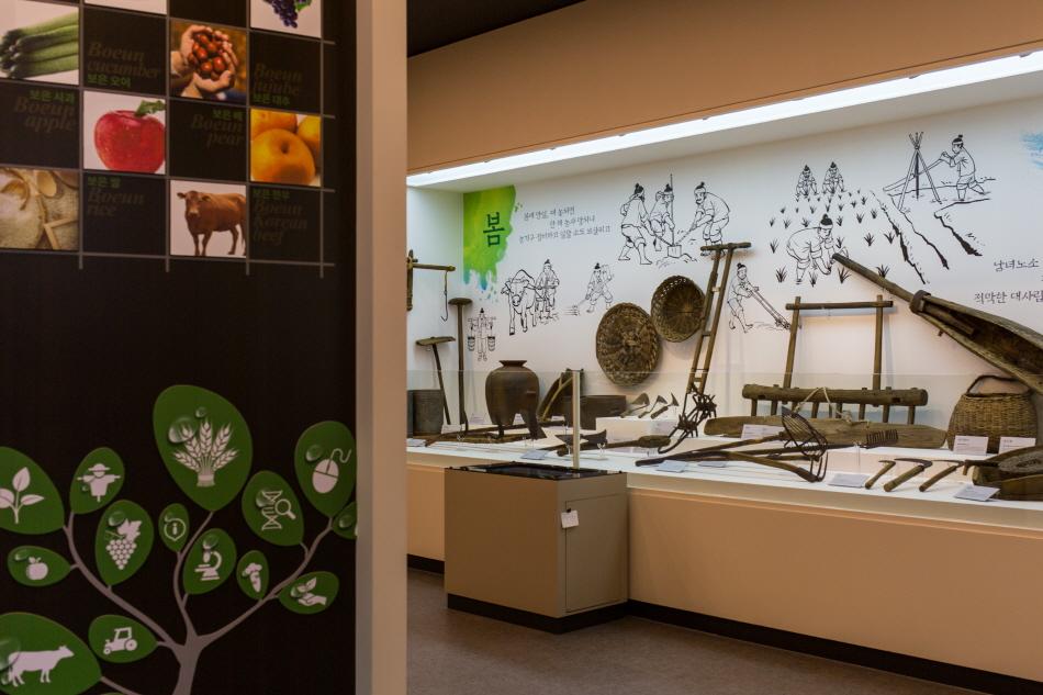 보은의 기반인 농경문화 관련 내용을 집대성한 보은군농경문화관