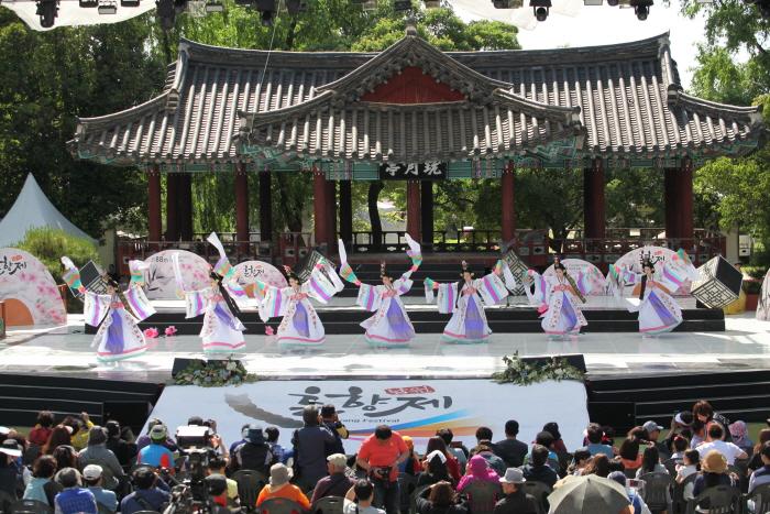Namwon Chunhyangje Festival (남원 춘향제)
