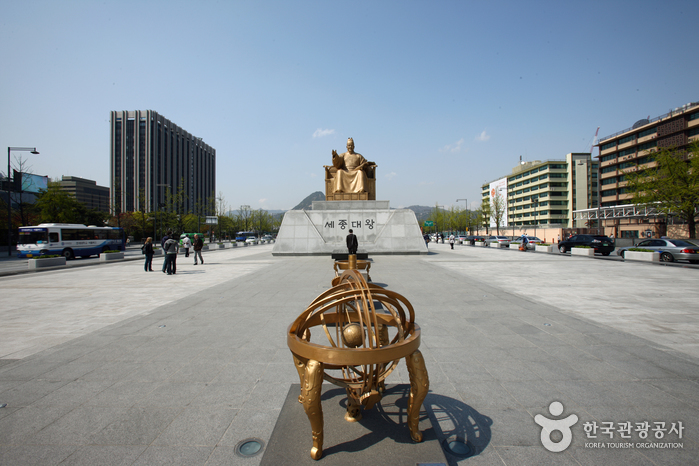 Gwanghwamun Square ()