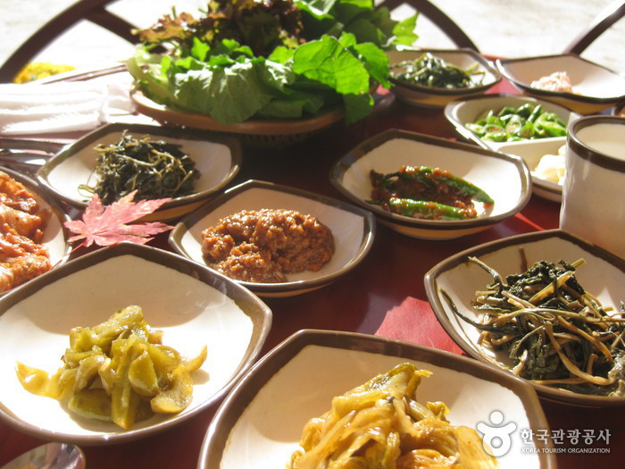 Baemsagol Jirisan Restaurant (뱀사골 지리산식당)