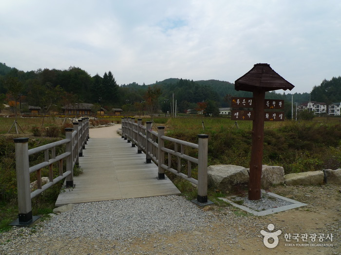 Lee Hyo-seok Culture Village (이효석문화마을)