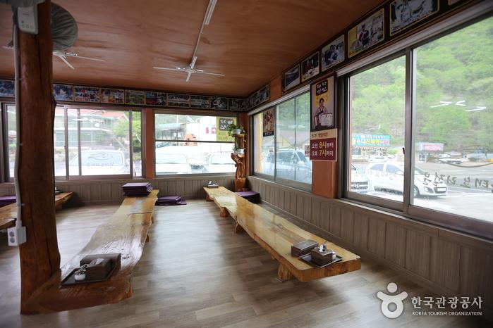 용바위식당