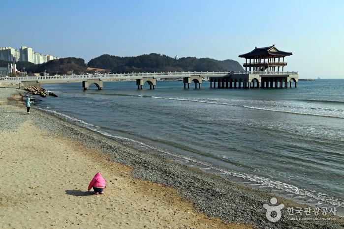 迎日台海水浴場(영일대해수욕장)
