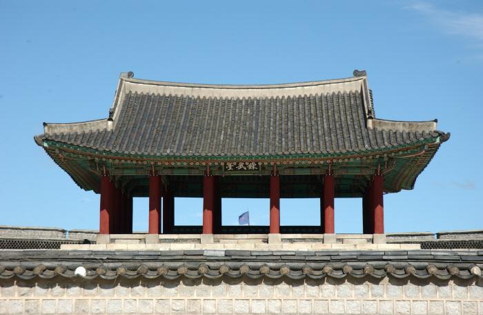 Площадь Ёнмудэ в крепости Хвасон (연무대)