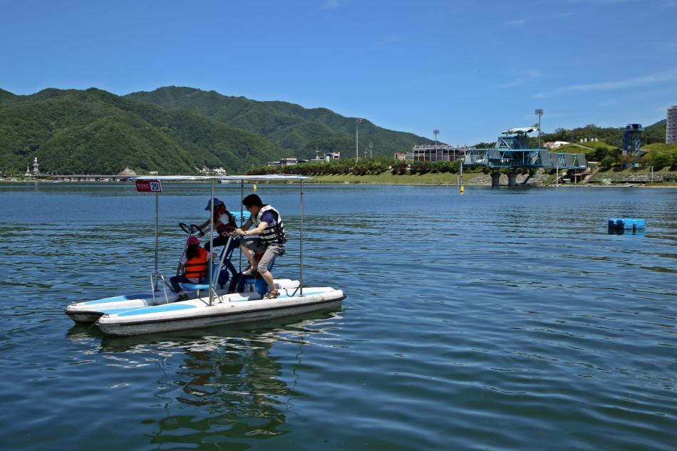 붕어섬에서 제일 인기 있는 수상 자전거, 월엽편주