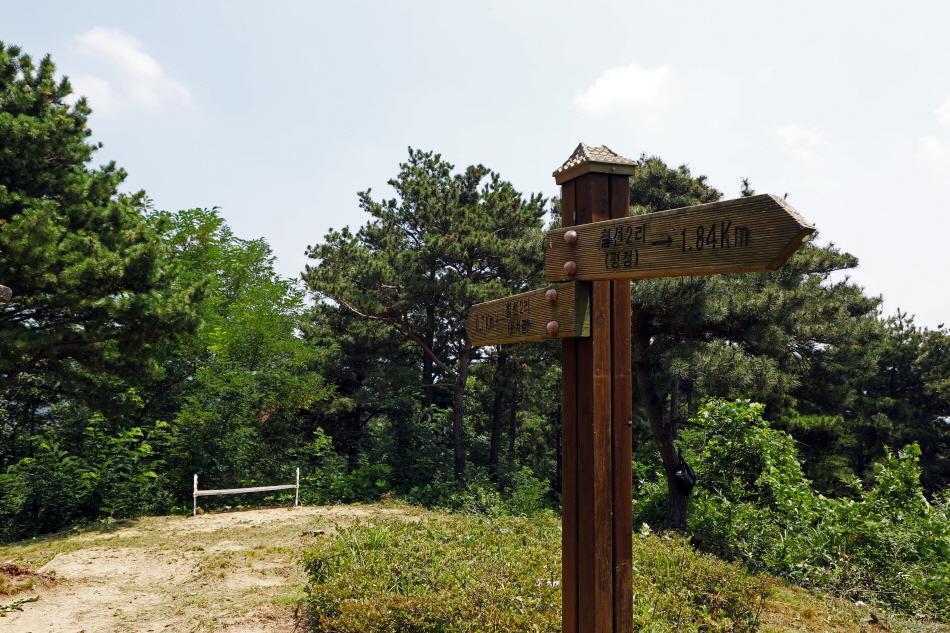칠선-용성간 숲길에 세워진 표지판
