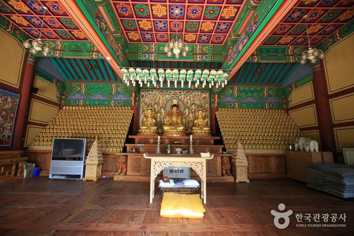 Samhwasa Temple (삼화사)