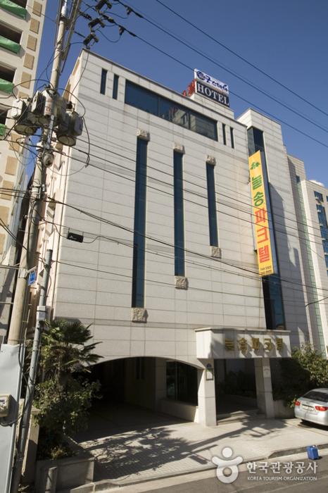 Neulsong Parktel - Goodstay (늘송 파크텔 [우수숙박시설 굿스테이])