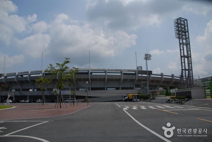 Спортивный комплекс Ханбат (한밭종합운동장)2