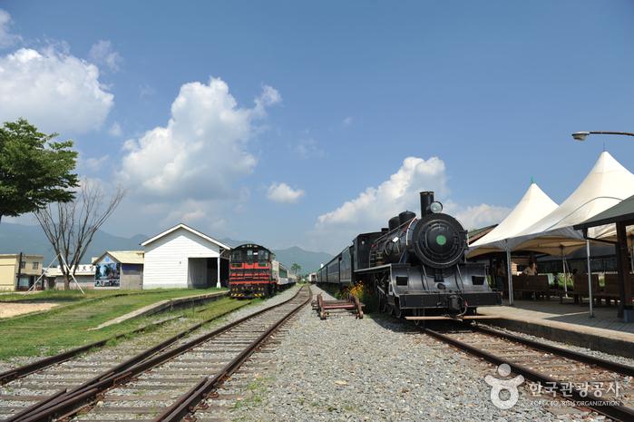蟾津江汽車村(섬진강기차마을)