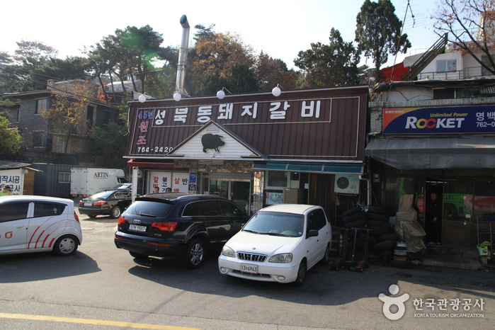 Seongbukdong Dwaejigalbijip (Grilled Spareribs Restaurant) (성북동 돼지갈비집)