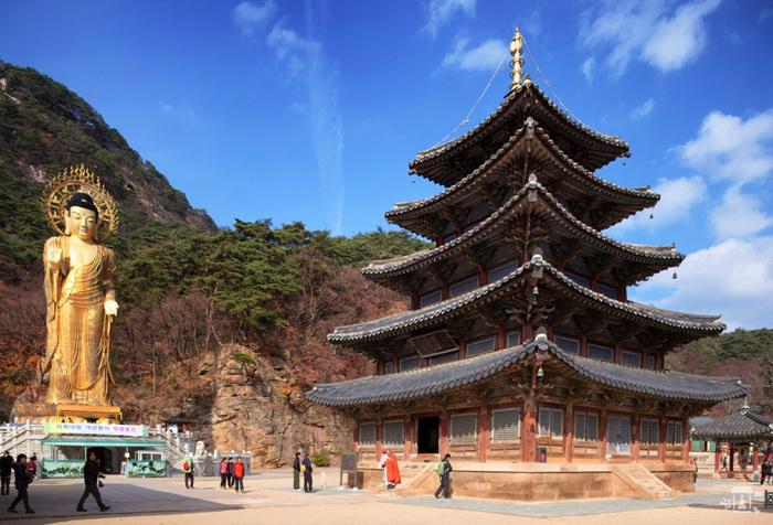 Boeun Beopjusa Temple (보은 법주사)