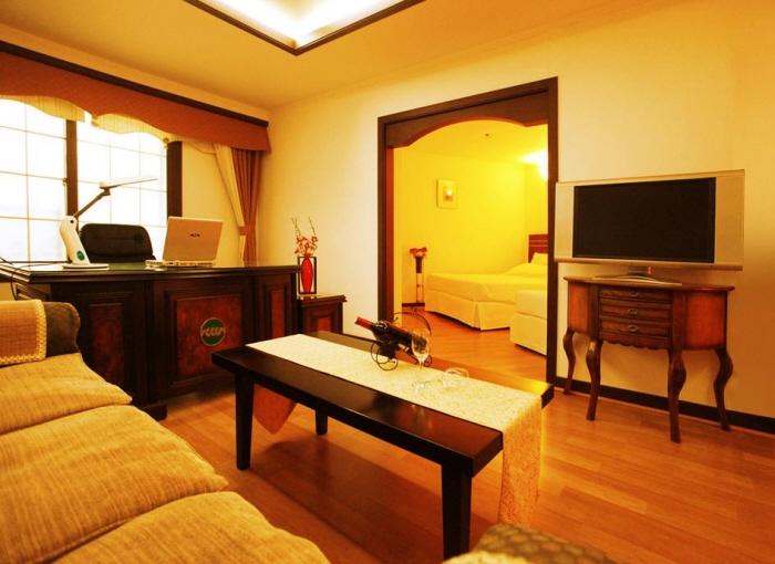 Suanbo Chosun Tourist Hotel (수안보 조선 관광호텔)