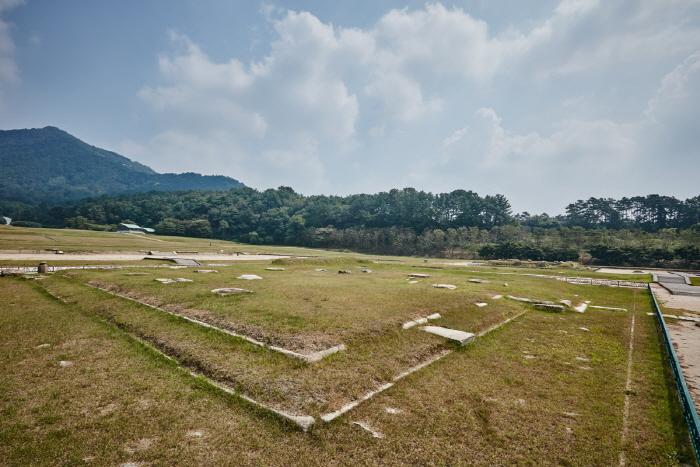 Mireuksaji (Mireuksa Temple Site) [UNESCO World Heritage] (익산 미륵사지 [유네스코 세계문화유산])