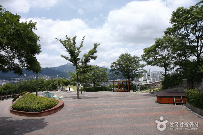 Naksan Park (낙산공원)