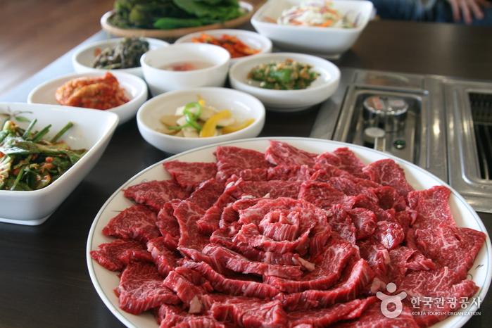 奉化韓薬牛プラザ(봉화한약우프라자)
