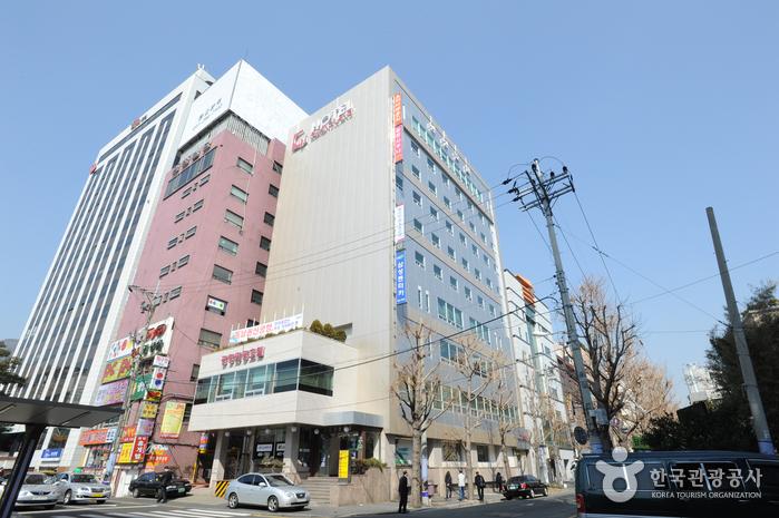 Hotel Gwangjang (광장호텔)