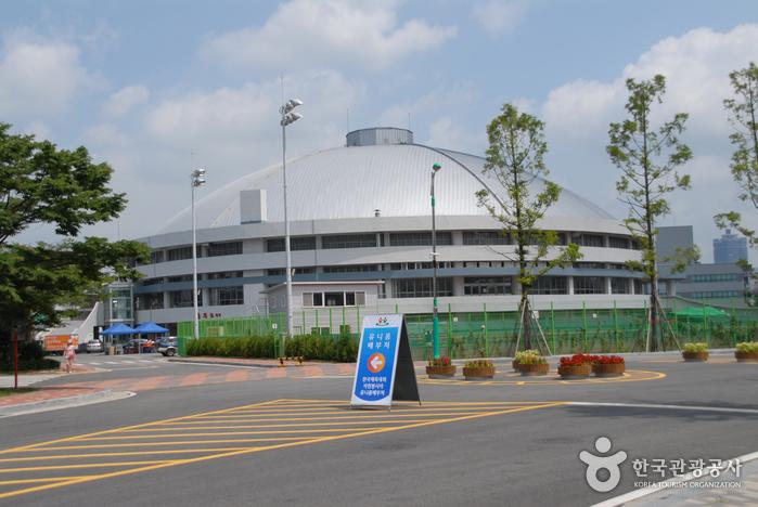 Спортивный комплекс Ханбат (한밭종합운동장)