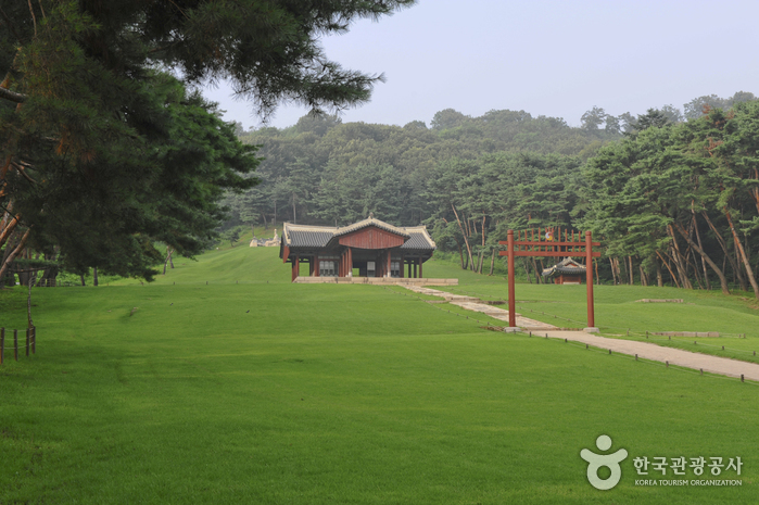 Seooreung Royal Tomb (Gyeongneung, Changneung, Hongneung, Ingneung and Myeongneung) [UNESCO World Heritage] (고양 서오릉 [유네스코 세계문화유산])