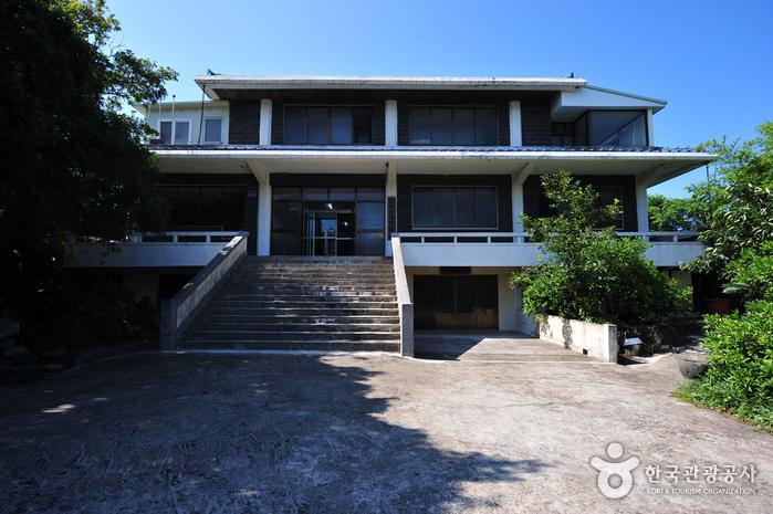 Фольклорный музей Чечжу (제주민속박물관)