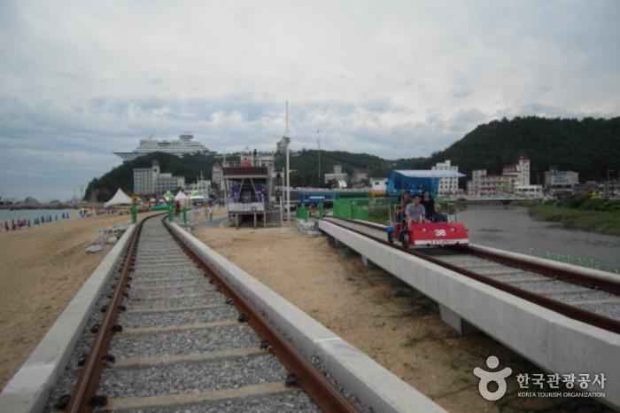 Железнодорожные велосипеды в Чондончжине (정동진 레일바이크)