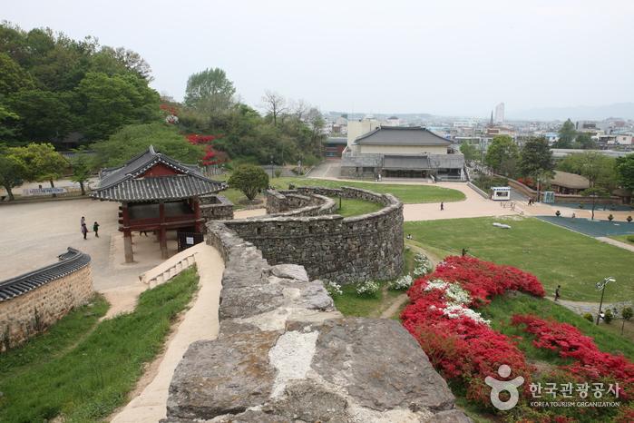 Крепость Кочханыпсон (고창읍성)
