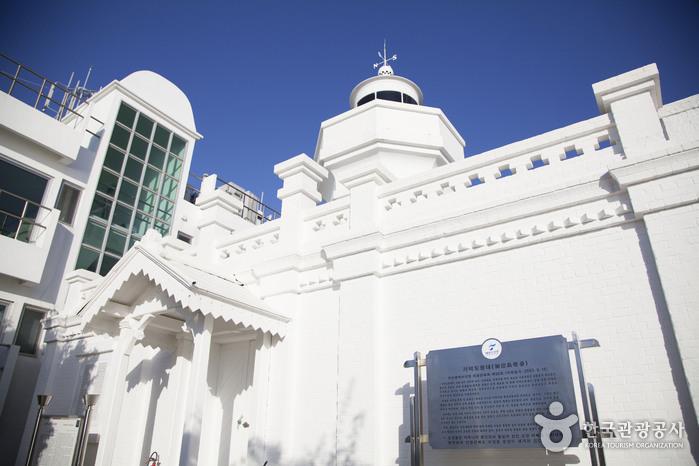 加德岛灯塔(가덕도 등대)