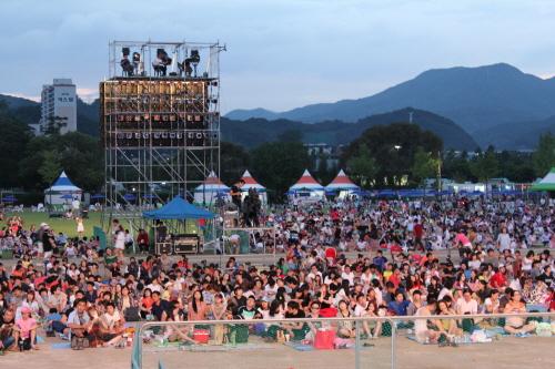 Festival de feux d'artifices a Jaraseom (자라섬 불꽃축제)