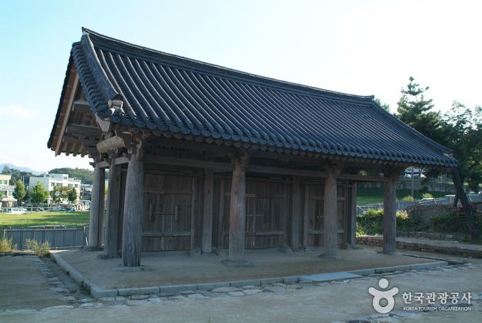 Gangneung Imyeonggwan Sammun