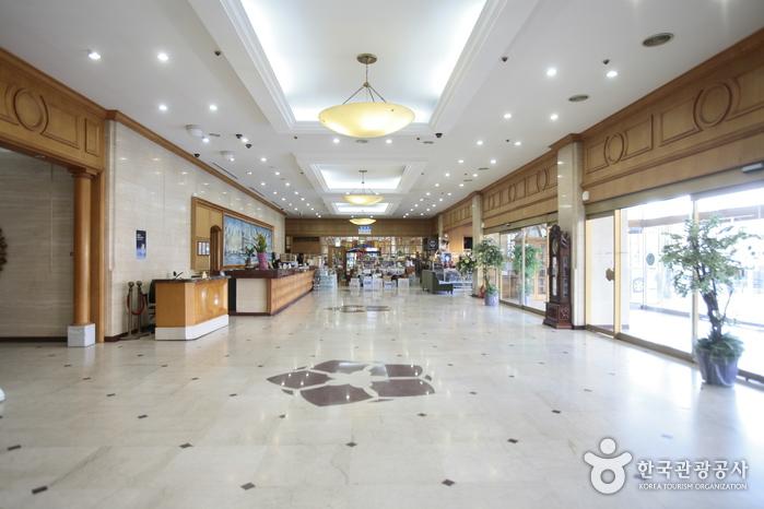 済州ロイヤルホテル(제주로얄호텔)
