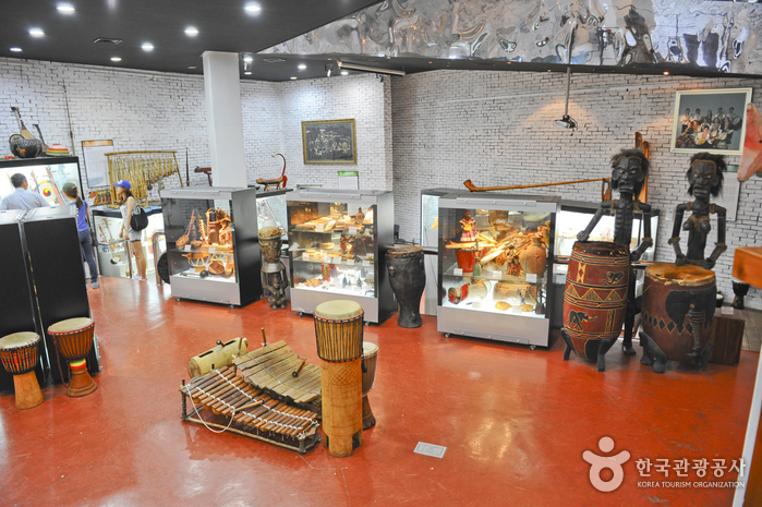 Museum of Musical Instruments of the World (세계민속악기박물관)