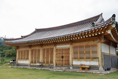 Eoreumgol Hanok Pension & camping (얼음골 한옥펜션&캠핑장)