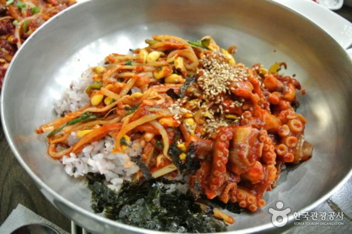 Ресторан Токчхон (독천식당)8