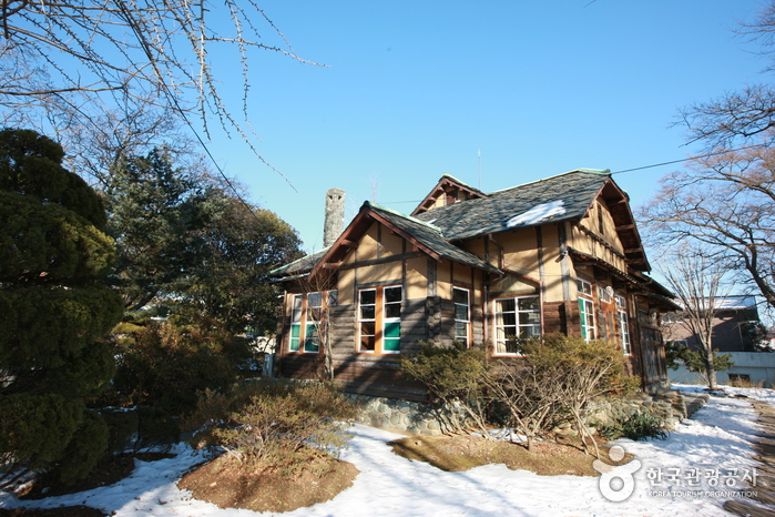 House of Lee Young-choon (이영춘가옥)